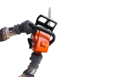 man hands holding a chainsaw