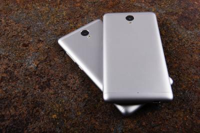 Smartphones in aluminum corbels