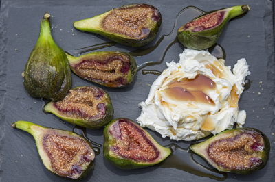 Baked figs with mascarpone