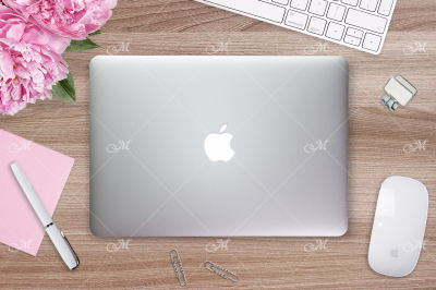 Macbook Cover Mock-up. PSD