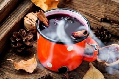 Hot red mulled wine