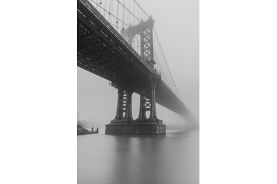 Black an white photo of Manhattan Bridge from East river