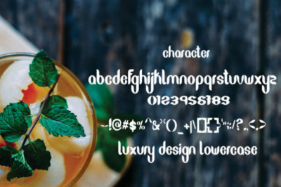 Echyl Script Font