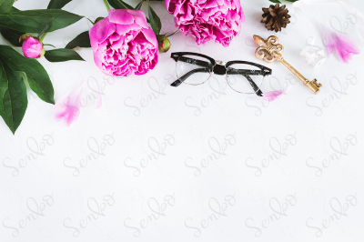 Editable mockup with flowers