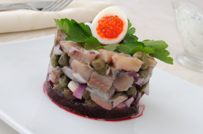 Herring tartare with capers and dill cream sauce