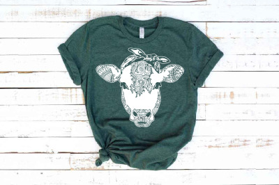 Cow whit bandana mandala svg / zentangle cow svg animal Heifer 1718s