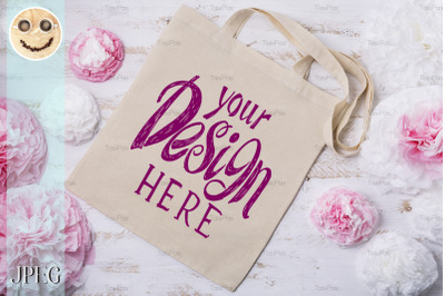 Tote bag mockup with paper flowers.