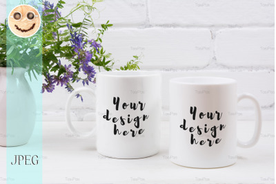 Two coffee mug mockup with mouse peas.