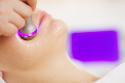 Lifting procedure in the beauty treatment salon