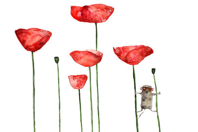 Little mouse loves big poppies
