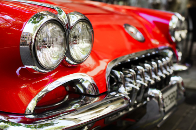 Pack red vintage car