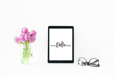 Feminine Tulips + Glasses iPad Styled Desktop