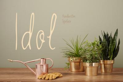 Idol—handwritten font