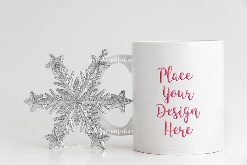 winter-holiday-coffee-mug-mock-up-minimal
