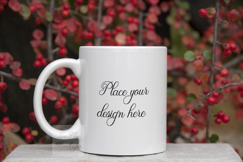 Free Winter mug mockup white coffee mug xmas mock up natural backgro (PSD Mockups)