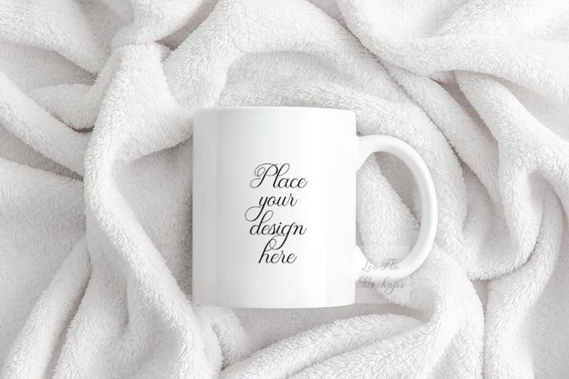 Free Coffee mug mockup White design mugs mock up flatlay (PSD Mockups)