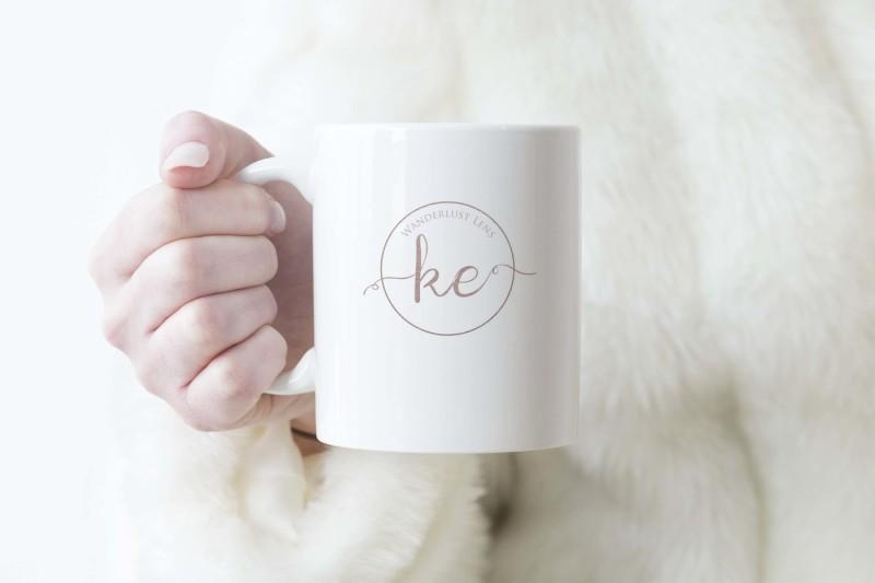 mug-mockup-woman-holding-mug