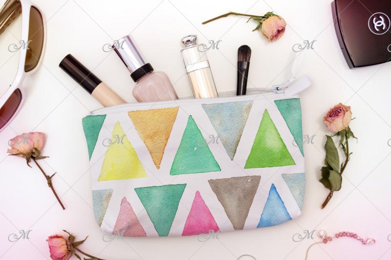 white-cosmetic-bag-mock-up-psd-jpg