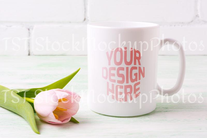 Free White coffee mug mockup with tender pink tulip flower. (PSD Mockups)
