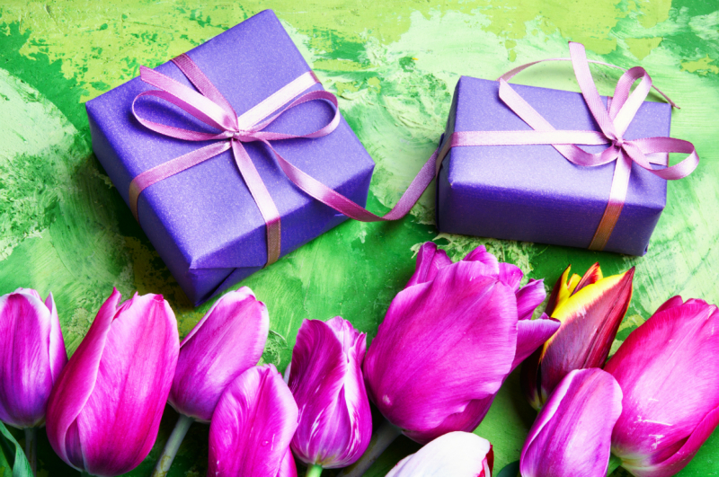 spring-flowers-and-gift-box