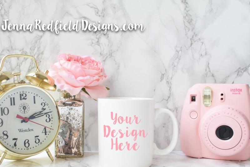 Free Pink and Gold Mug Mockup (PSD Mockups)