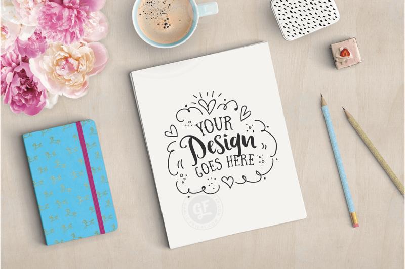 feminine-styled-stock-desktop-mockup