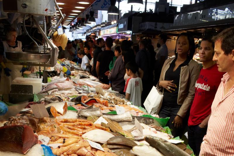 fish-customers-at-the-market