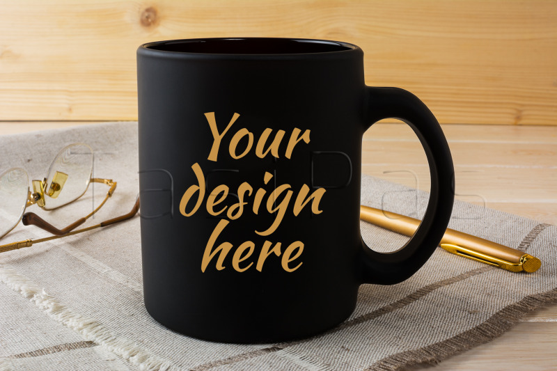 Free Black coffee mug mockup with glasses and pen (PSD Mockups)