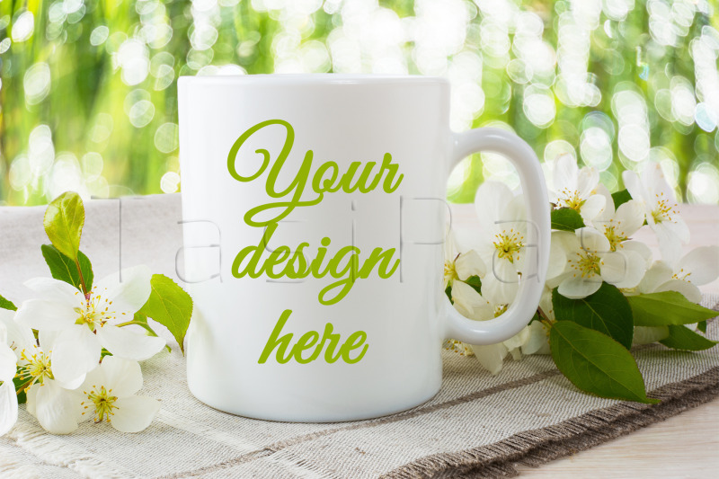 Free Mug mockup with apple blossom (PSD Mockups)