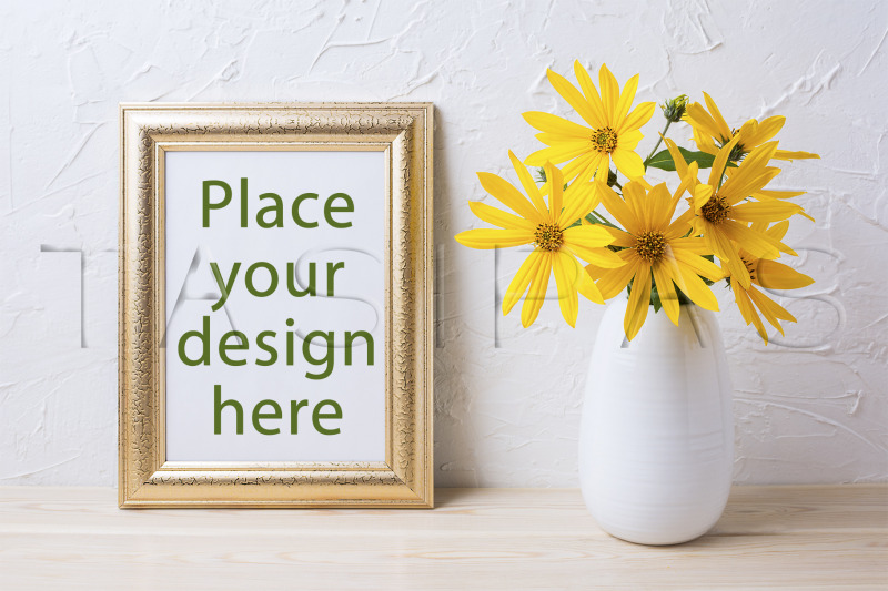 Free Golden frame mockup with yellow rosinweed flowers in vase. (PSD Mockups)