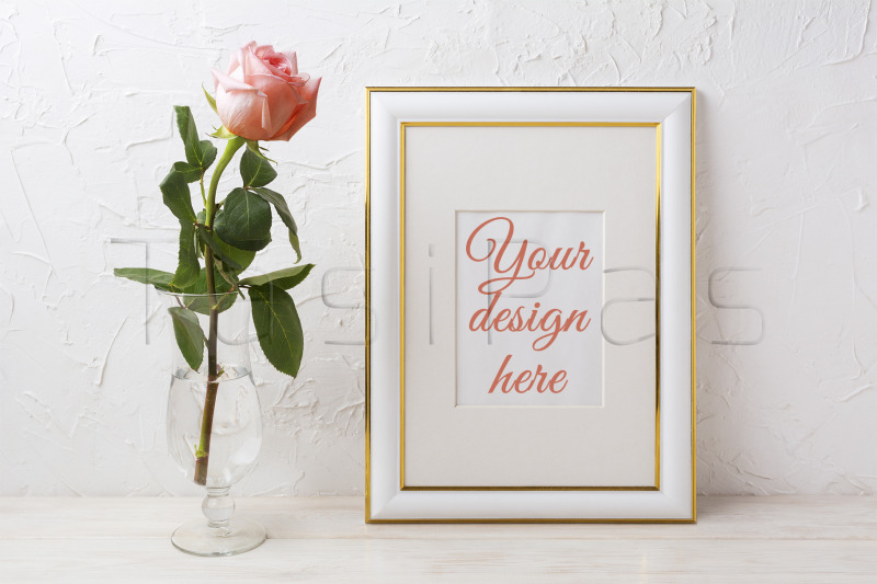 Free Gold decorated frame mockup with rose in exquisite glass vase (PSD Mockups)