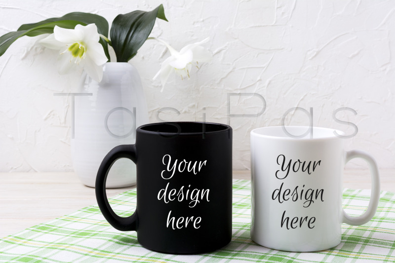 Free White and black mug mockup with lily in vase (PSD Mockups)
