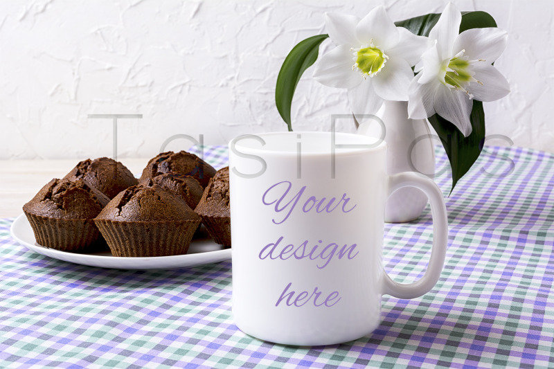 Free White mug mockup with chocolate muffins on plate (PSD Mockups)