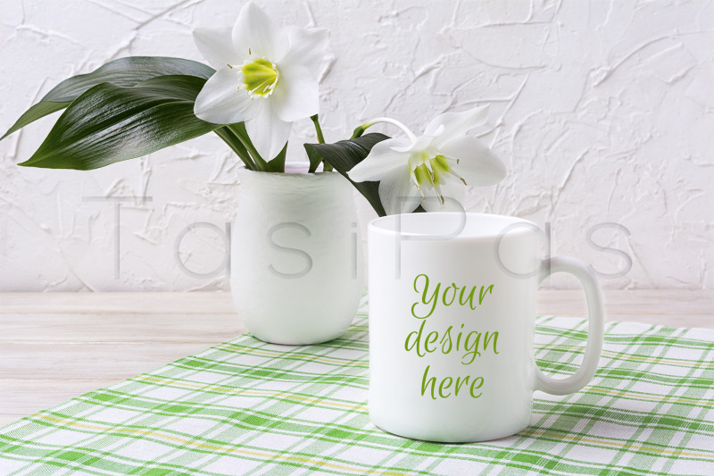 Free White mug mockup with lily in vase on green checkered napkin (PSD Mockups)