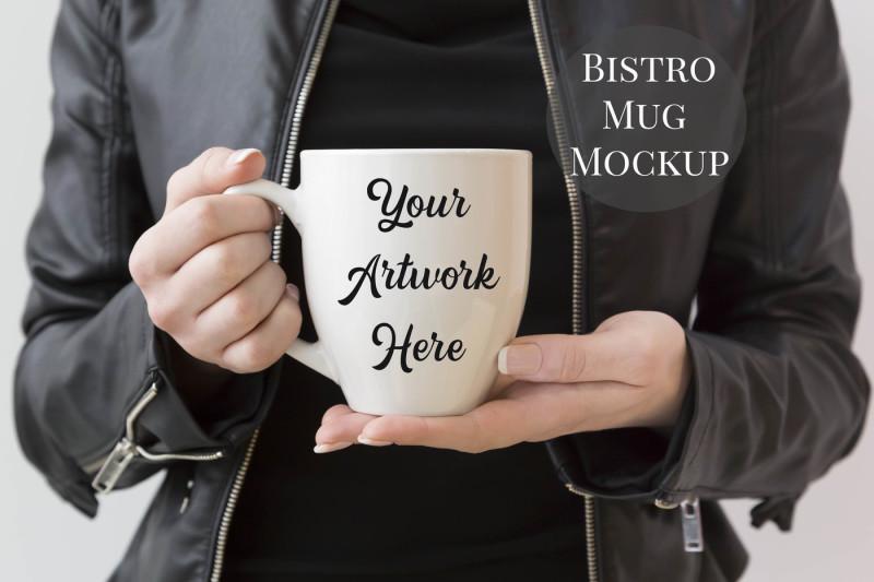 Free Woman holding bistro mug mockup (PSD Mockups)