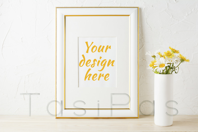 Free Gold decorated frame mockup with wildflowers in pink vase (PSD Mockups)