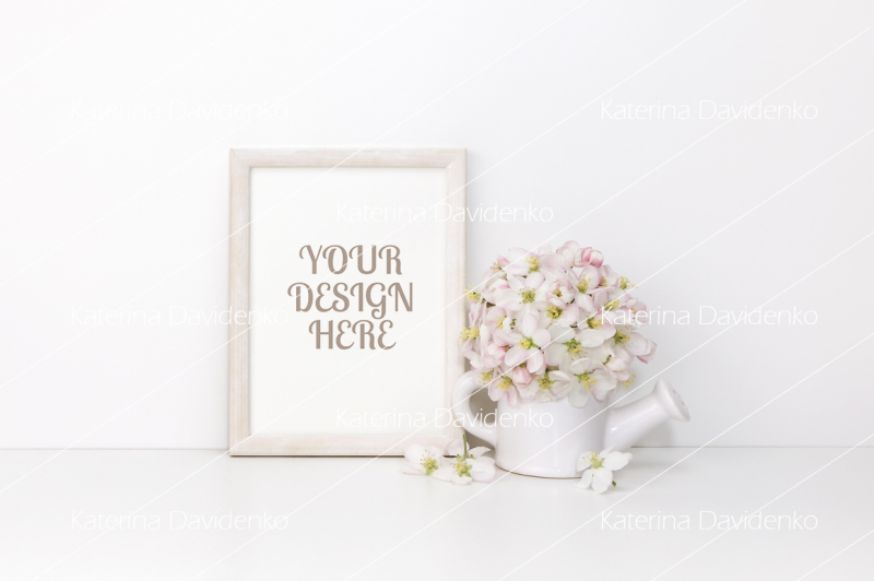 Free White wooden vertical frame mockup with flowers (PSD Mockups)