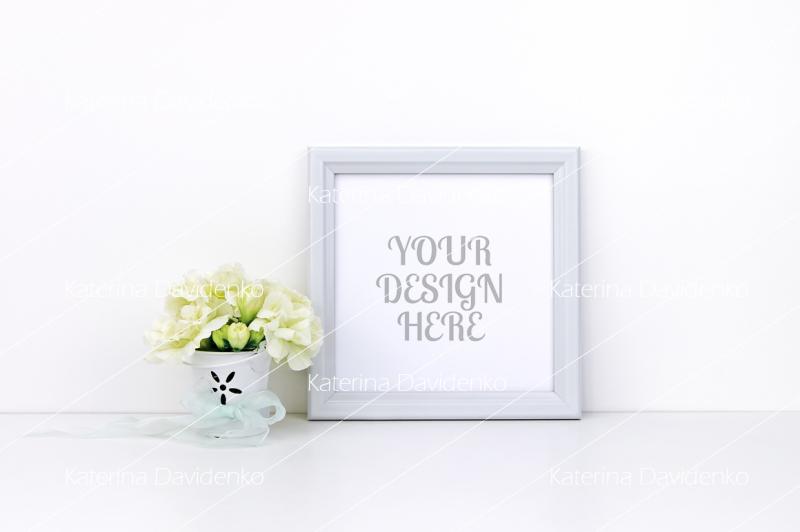 Free White flowers, square frame mockup (PSD Mockups)