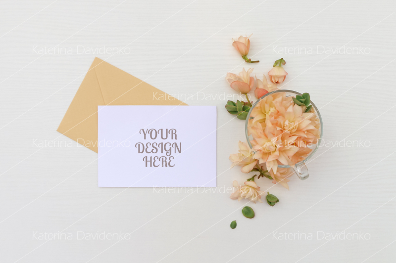 postcard-mockup-whith-flowers-and-envelope