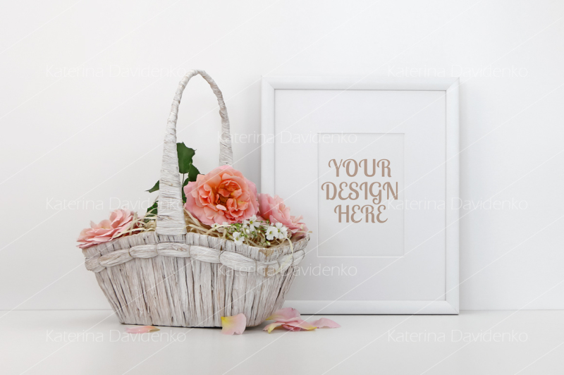 Free Blank picture frame mockup with a basket of roses (PSD Mockups)