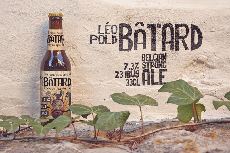 Free Formentera Wall | Beer Mockup (PSD Mockups)