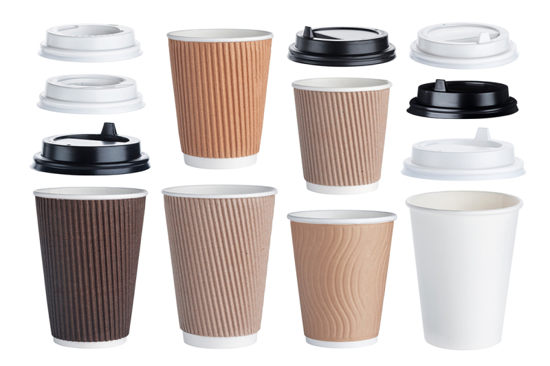 Free Disposable paper coffee cups isolated on white background (PSD Mockups)