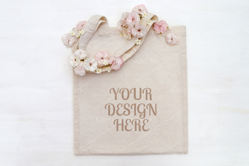 Free Shopping bag, tote bag mockup with flowers (PSD Mockups)