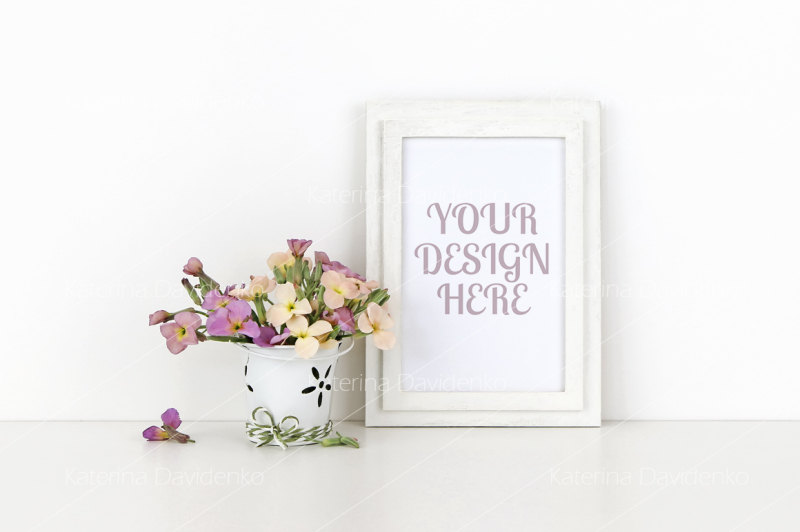Free Vertical wooden frame mockup with flowers on white background (PSD Mockups)