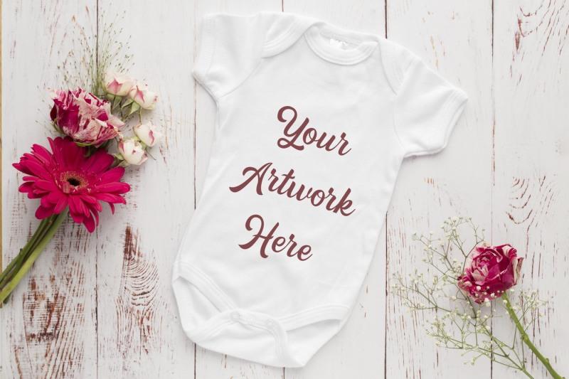 Free Babygrow, romper suit, onsie mockup (PSD Mockups)