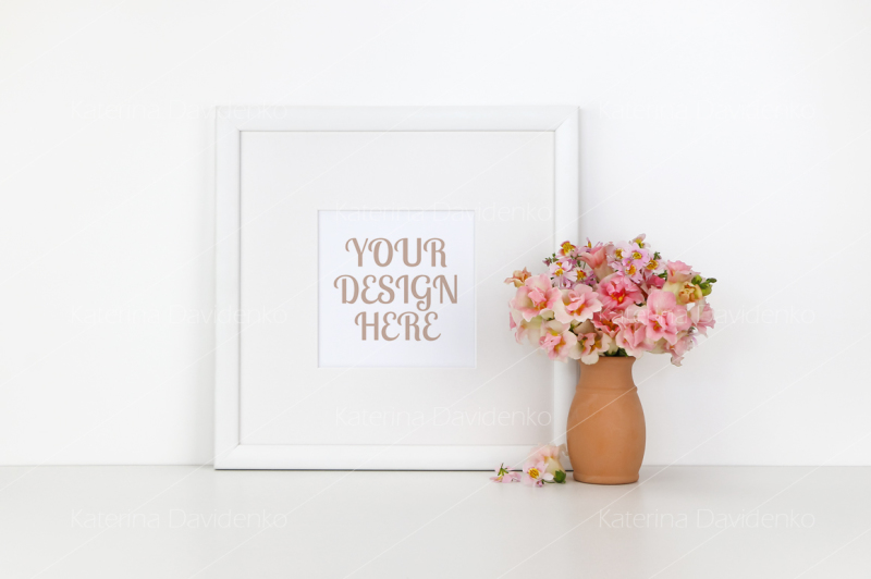 Free Square frame mockup on white background, flowers (PSD Mockups)