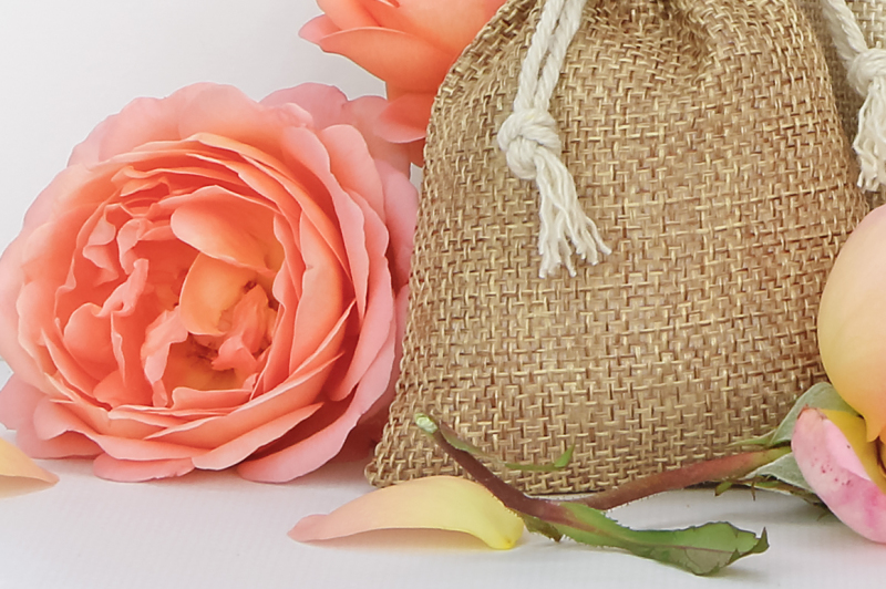 bags-with-a-tag-mockup-orange-roses