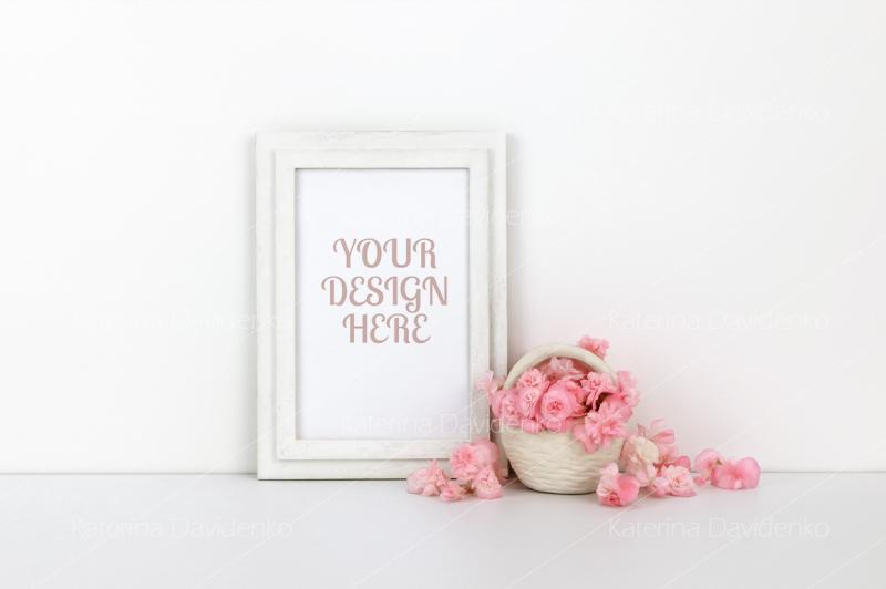 Free Vertical wooden frame mockup with pink flowers, basket (PSD Mockups)