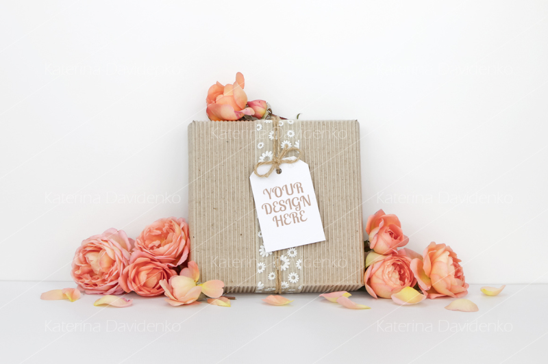 Free Gift box with a tag mockup, orange flowers (PSD Mockups)