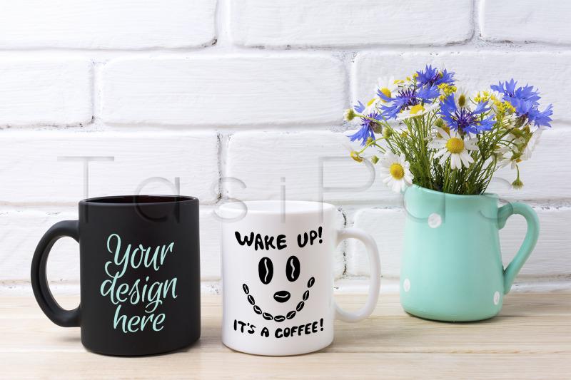 Free White and black mug mockup with cornflower and daisy (PSD Mockups)